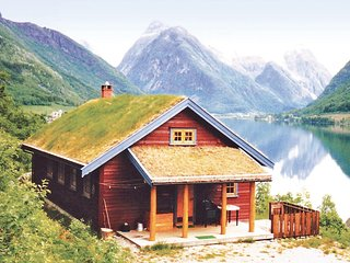 Stunning home in Fjærland w/ WiFi and 3 Bedrooms