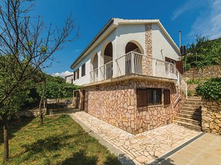 Beautiful home in Okrug Gornji w/ WiFi and 2 Bedrooms