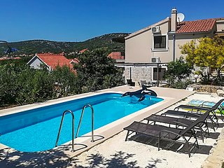 Beautiful home in Vinisce w/ WiFi and 4 Bedrooms