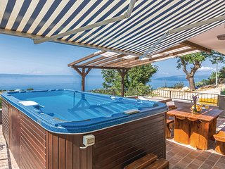 Awesome home in Makarska w/ Jacuzzi, WiFi and 3 Bedrooms (CDT690)