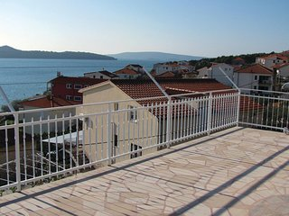 Awesome home in Seget Donji w/ 2 Bedrooms