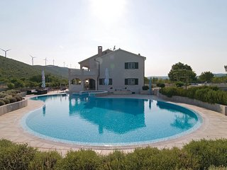 Stunning home in Trogir w/ WiFi, 4 Bedrooms and Outdoor swimming pool