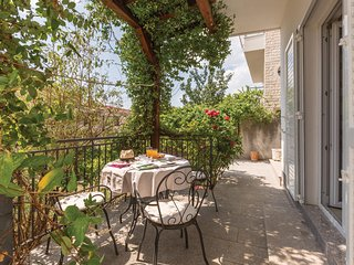 Beautiful home in Makarska w/ WiFi and 4 Bedrooms (CDT830)