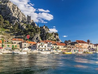 Nice home in Omis w/ WiFi and 2 Bedrooms