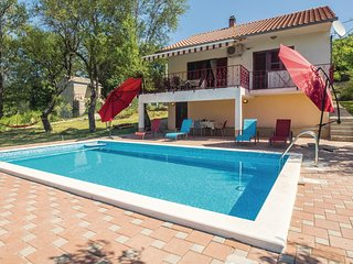 Amazing home in Vojnic Sinjski w/ WiFi and 3 Bedrooms