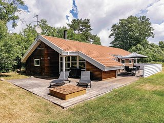 Nice home in Aakirkeby w/ Sauna, WiFi and 4 Bedrooms