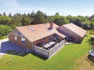 Nice home in Ringkobing w/ Sauna, WiFi and 5 Bedrooms