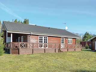 Awesome home in Kolind w/ Sauna, WiFi and 3 Bedrooms