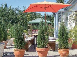 Beleef een vakantie in stijl in deze Romeinse villa (DMV556)