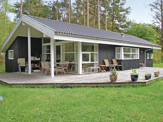 Awesome home in Rønde w/ 3 Bedrooms (D55052)