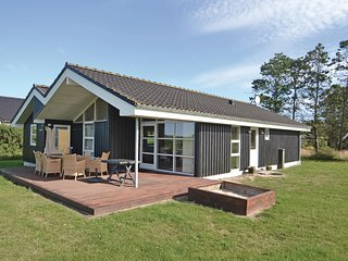 Beautiful home in Hadsund w/ Sauna, WiFi and 3 Bedrooms
