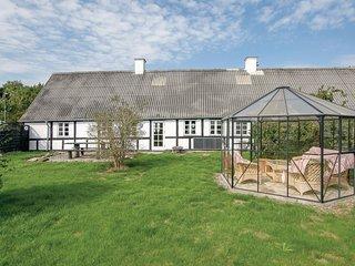 Beautiful home in Hadsund w/ Sauna, WiFi and 4 Bedrooms