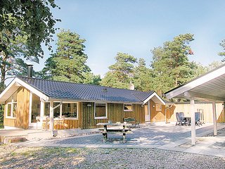 Beautiful home in Hadsund w/ Sauna, WiFi and 4 Bedrooms