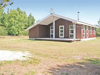 Beautiful home in Hadsund w/ 3 Bedrooms