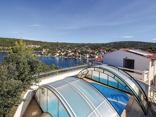 Stunning home in Drvenik Veliki w/ WiFi and 3 Bedrooms