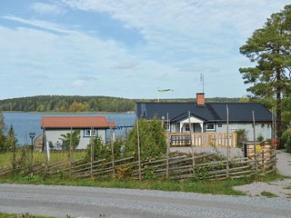 Amazing home in Norrtalje w/ Jacuzzi and 3 Bedrooms
