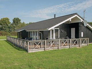 Nice home in Storvorde w/ Sauna, WiFi and 3 Bedrooms
