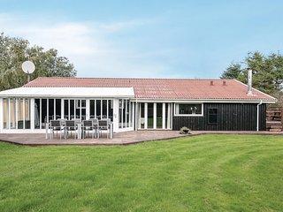 Beautiful home in Storvorde w/ Sauna and 6 Bedrooms