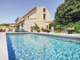 Amazing home in Narbonne w/ 4 Bedrooms