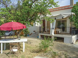 Nice home in Vinassan w/ 3 Bedrooms