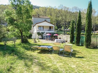 Beautiful home in Villen. les Corbieres w/ Jacuzzi, WiFi and 3 Bedrooms