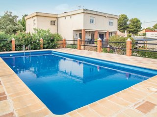 Amazing home in Vilamarxant w/ WiFi, Outdoor swimming pool and 4 Bedrooms
