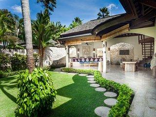 Villa D - Mark . 3 Bedroom Spacious Pool Villa Berawa Beach Canggu