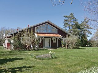 Beautiful home in Drottningskär w/ 3 Bedrooms