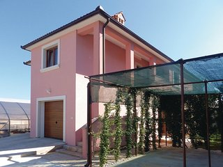 Nice home in Pula w/ WiFi and 2 Bedrooms (CIR046)