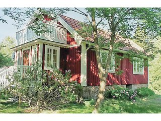 Awesome home in Holmsjö w/ 4 Bedrooms (S03239)