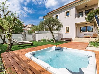 Amazing home in Rovinj w/ Jacuzzi, WiFi and 2 Bedrooms