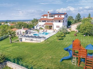 Awesome home in Rovinjsko Selo w/ Jacuzzi, WiFi and 1 Bedrooms (CIV455)