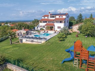 Nice home in Rovinjsko Selo w/ Jacuzzi, WiFi and 0 Bedrooms (CIV456)