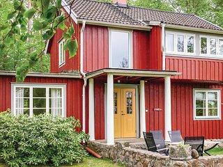 Amazing home in Almhult w/ 2 Bedrooms