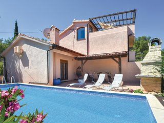 Beautiful home in Mudri Dolac w/ Sauna, WiFi and 4 Bedrooms
