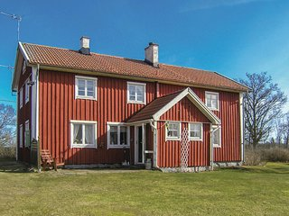 Stunning home in Lidhult w/ 5 Bedrooms