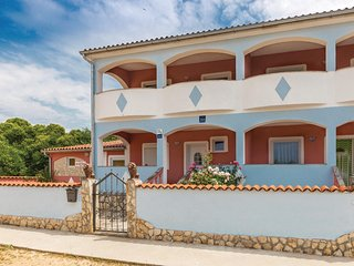 Nice home in Vodnjan w/ WiFi and 4 Bedrooms (CIC485)
