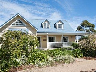 Lou Lou's Cottage, Southern Highlands - 4pm checkout on Sundays