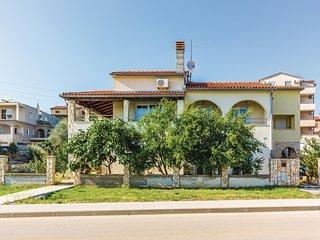 Beautiful home in Liznjan w/ WiFi and 3 Bedrooms (CIZ381)