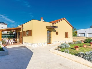 Stunning home in Liznjan w/ WiFi and 2 Bedrooms