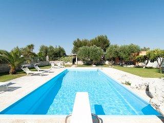La Chiesura Studio apartment in San Donato di Lecce with private parking.