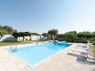 La Chiesura Big apartment in San Donato di Lecce with private parking & shared t
