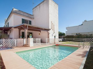 Spacious Villa Katia apartment in Galatone with WiFi, private parking, private t