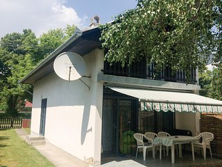 Nice home in Balatonfenyves w/ 2 Bedrooms