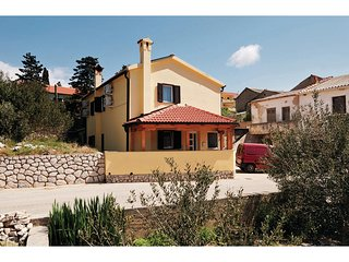 Stunning home in Kolan w/ WiFi and 3 Bedrooms