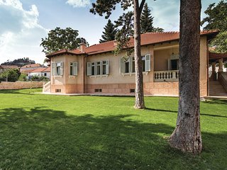 Amazing home in Sinj w/ Sauna, WiFi and 4 Bedrooms
