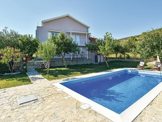 Beautiful home in Crivac w/ WiFi and 4 Bedrooms