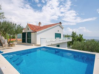 Nice home in Klis w/ WiFi and 4 Bedrooms