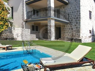 Amazing home in Blaca w/ WiFi and 3 Bedrooms (CDF250)