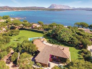 Mooi vakantiehuis omgeven door mediterrane vegetatie